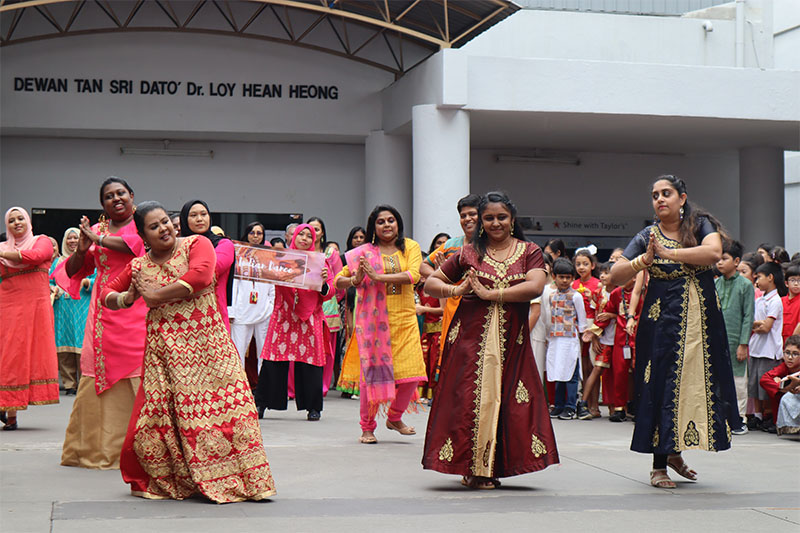 Students were thrilled when teachers performed traditional dance styles in the school courtyard as part of our Deepavali celebrations.